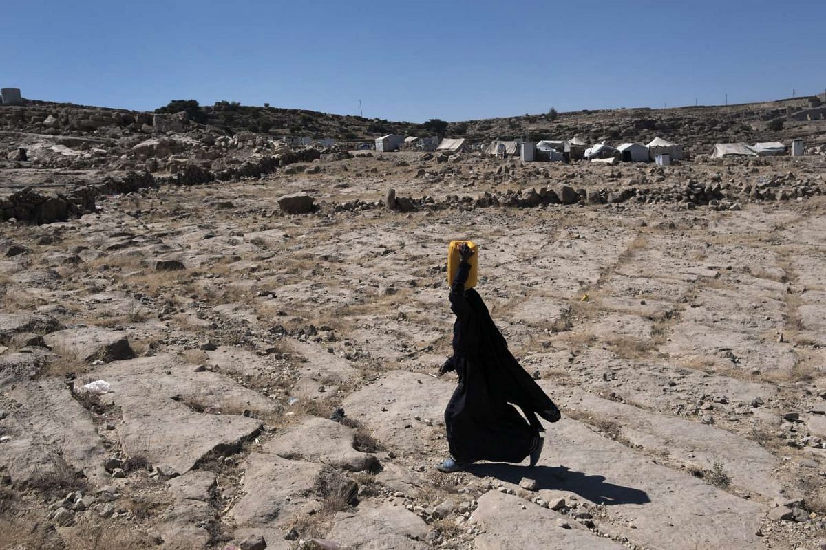 A woman walking near a camp of displaced Yemenis in the town of Khamer, Yemen, on Oct 24, 2016.
