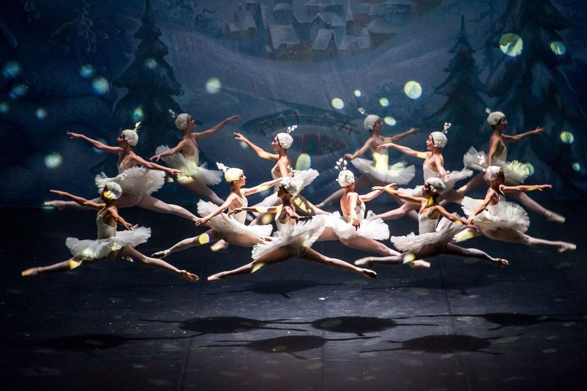 Dancers of the Moscow Ballet of Classical Choreography 'La Classique' perform on stage during the premiere of Tchaikovsky's ballet 'The Nutcracker' at the Multifunctional Concert Hall 'Jordanki' in Bydgoszcz, Poland, November 15, 2016. PHOTO: EPA