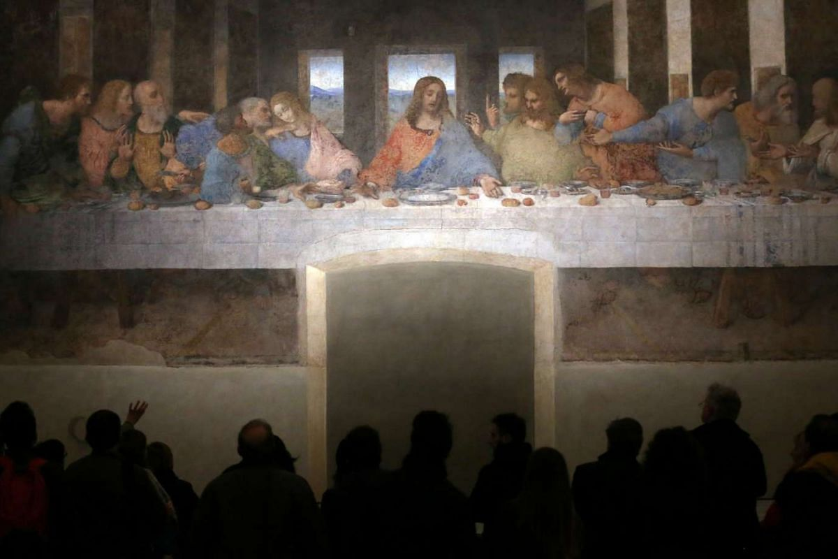 "Visitors look at "" The Last Supper"" Leonardo da Vinci's masterpiece on a refectory wall of the church of Santa Maria delle Grazie in Milan, Italy, November 16, 2016. REUTERS"