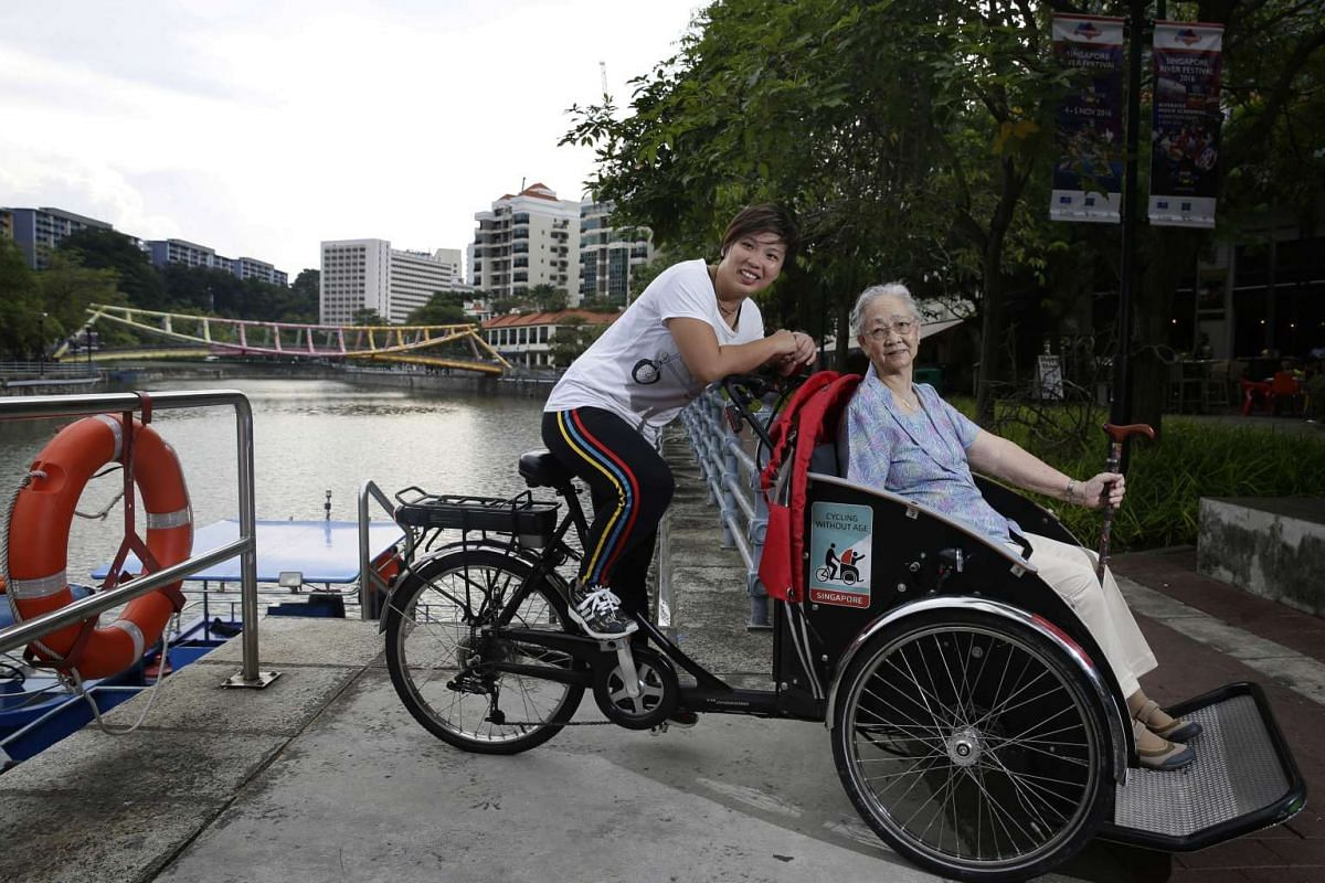 Ms Lynnette Chia, manager with a medical company, bringing her grandmother Madam Goh Choon Keow, out on their first trishaw ride together on Oct 20, 2016.