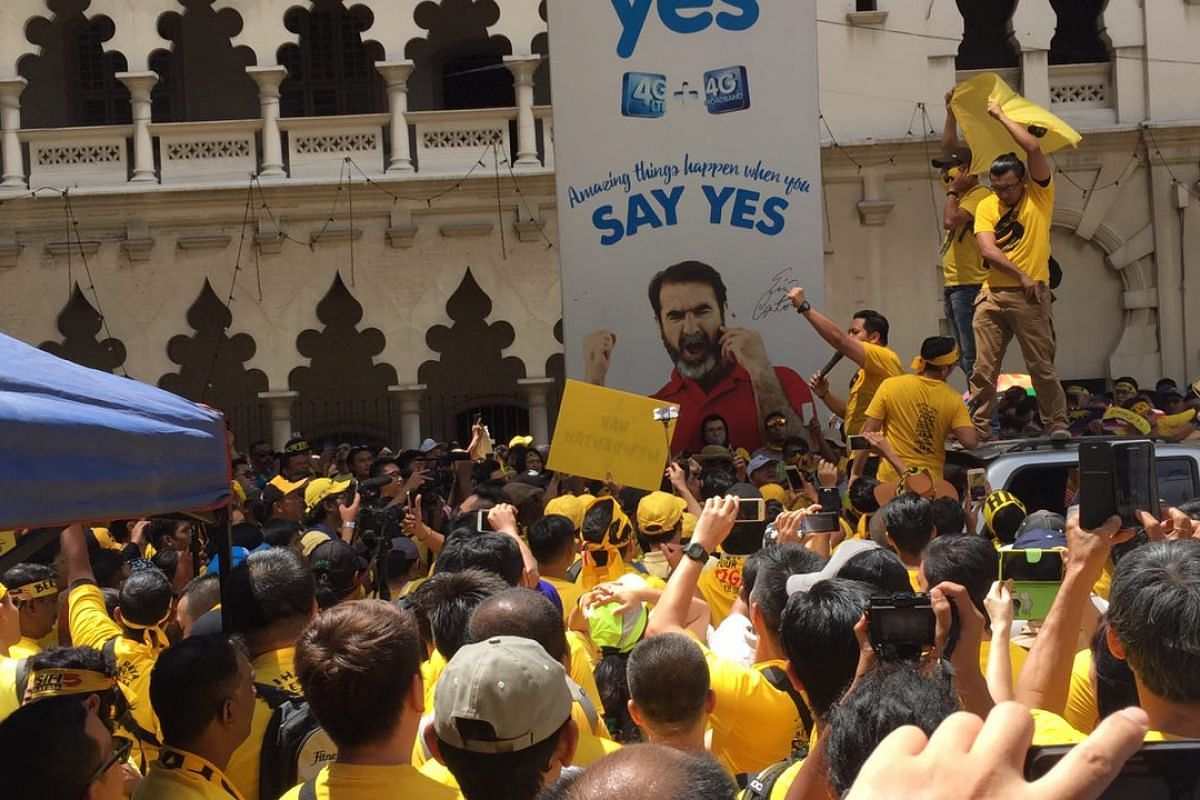 A Bersih supporter shouting slogans at the crowd.