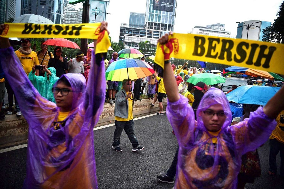 Thousands of Bersih rally protesters gathered outside the Kuala Lumpur City Centre on Saturday (Nov 19), calling for Malaysian leader Najib Razak to resign over graft allegations.