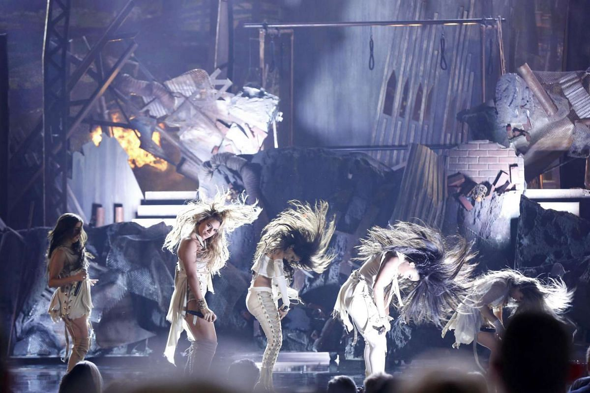 Fifth Harmony perform That's My Girl at the 2016 American Music Awards in Los Angeles, on Nov 20, 2016.