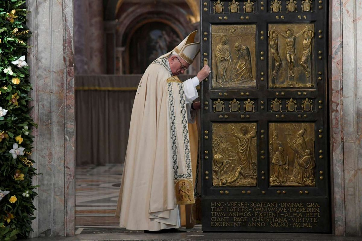 Pope Francis closes the Holy Door to mark the closing of the Catholic Jubilee year of mercy at the in Saint Peter's Basilica at the Vatican, on Nov 20, 2016.