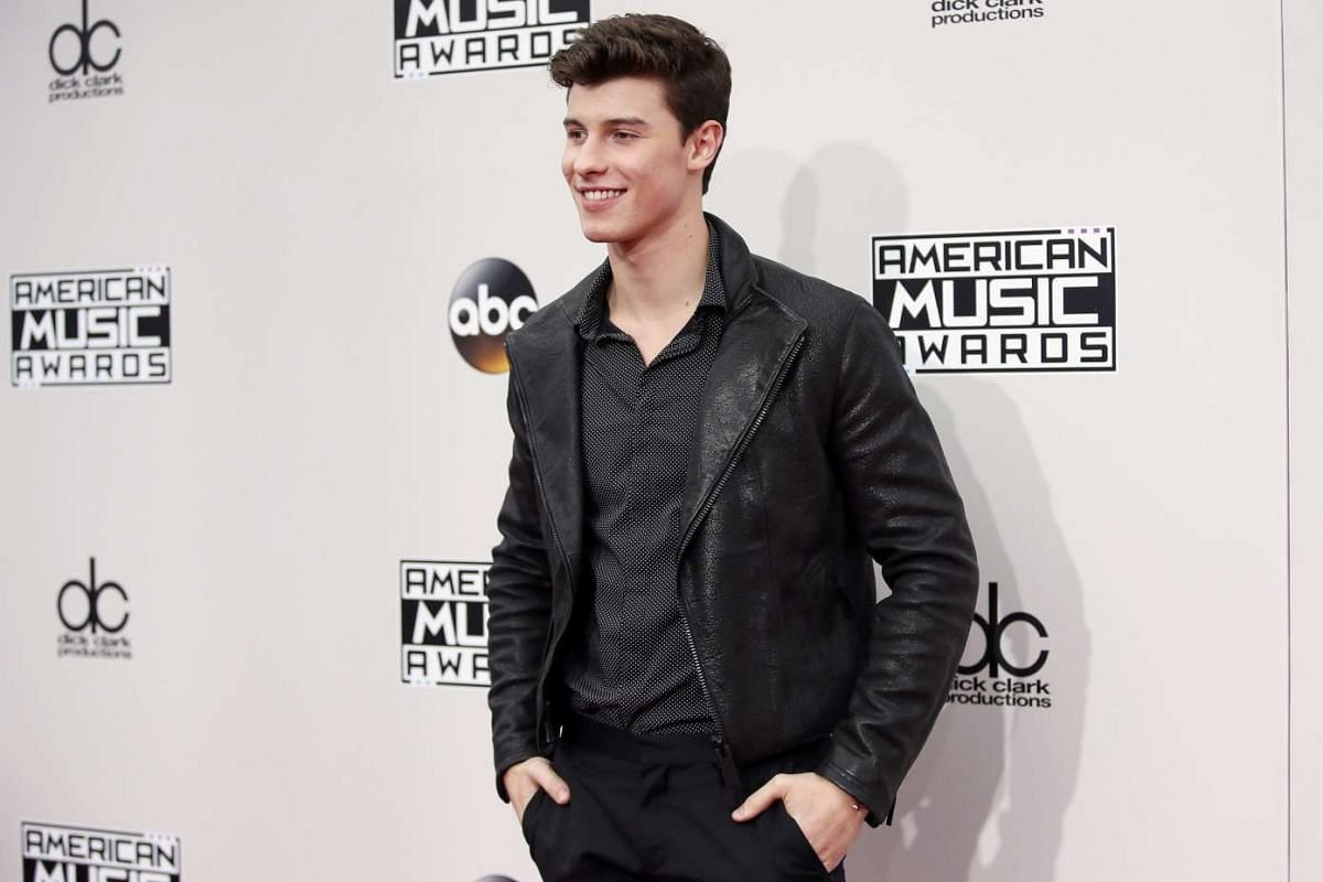 Recording artist Shawn Mendes arriving at the American Music Awards in Los Angeles, California, on Nov 20, 2016.