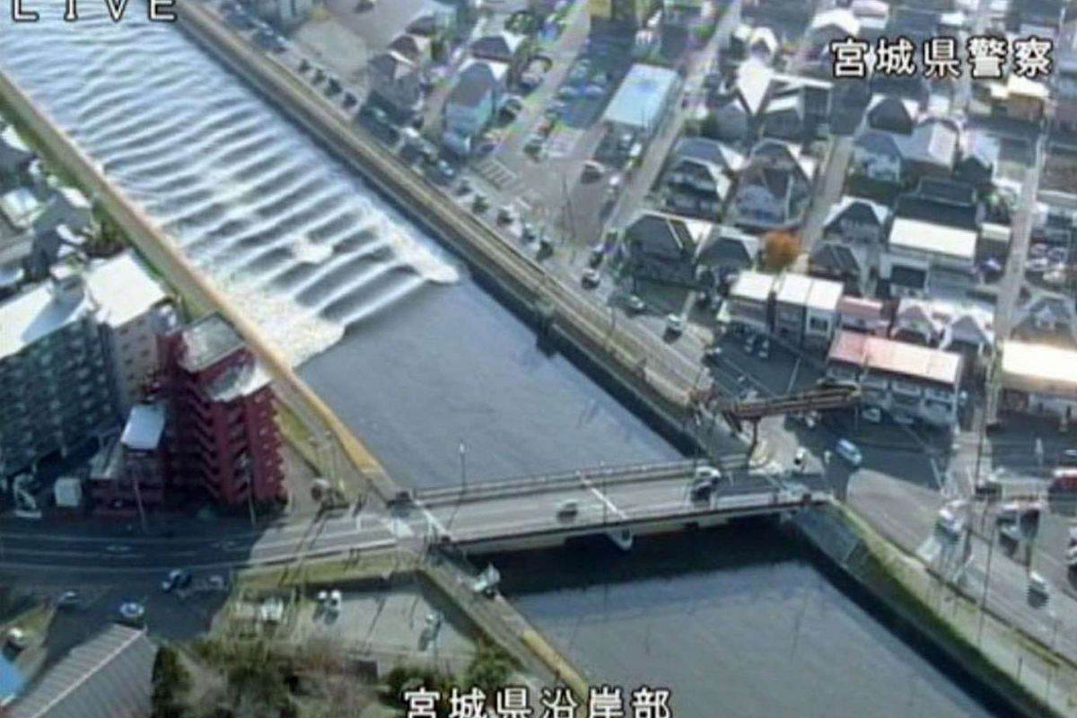 A tidal surge is seen in Sunaoshi River after tsunami advisories were issued following an earthquake in Tagajo, Miyagi prefecture on Nov 22, 2016, in this video grab image released by Miyagi Prefectural Police via Kyodo.