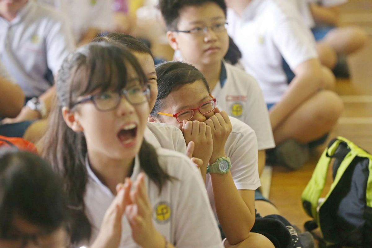 Students at Lianhua Primary School reacts when the summary of the school's PSLE results was shown on Nov 24, 2016.