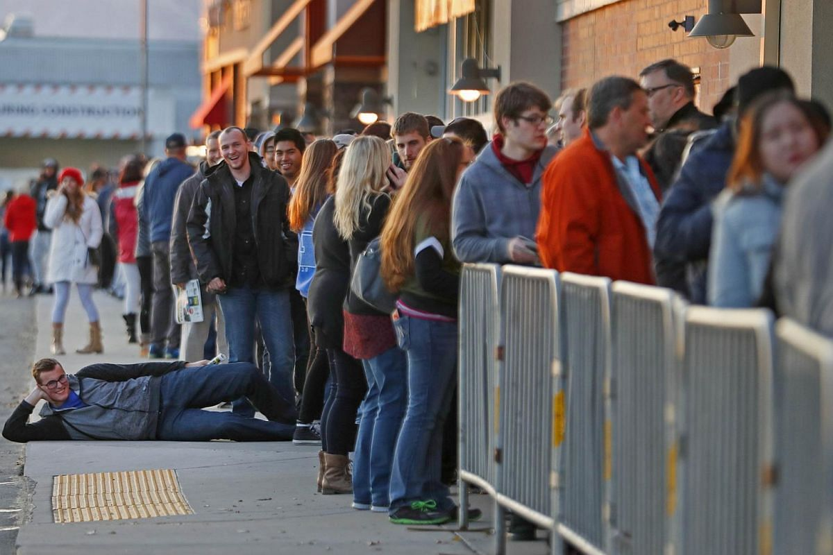 A long line of shoppers wait for the Best Buy to open for Black Friday deals on Nov 24, 2016, in Orem, Utah.