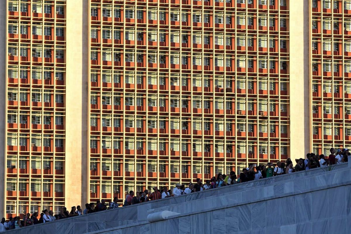 Cubans line-up to pay tribute to the late Cuban former President Fidel Castro at the Plaza de la Revolucion of Havana, on Nov 28, 2016.