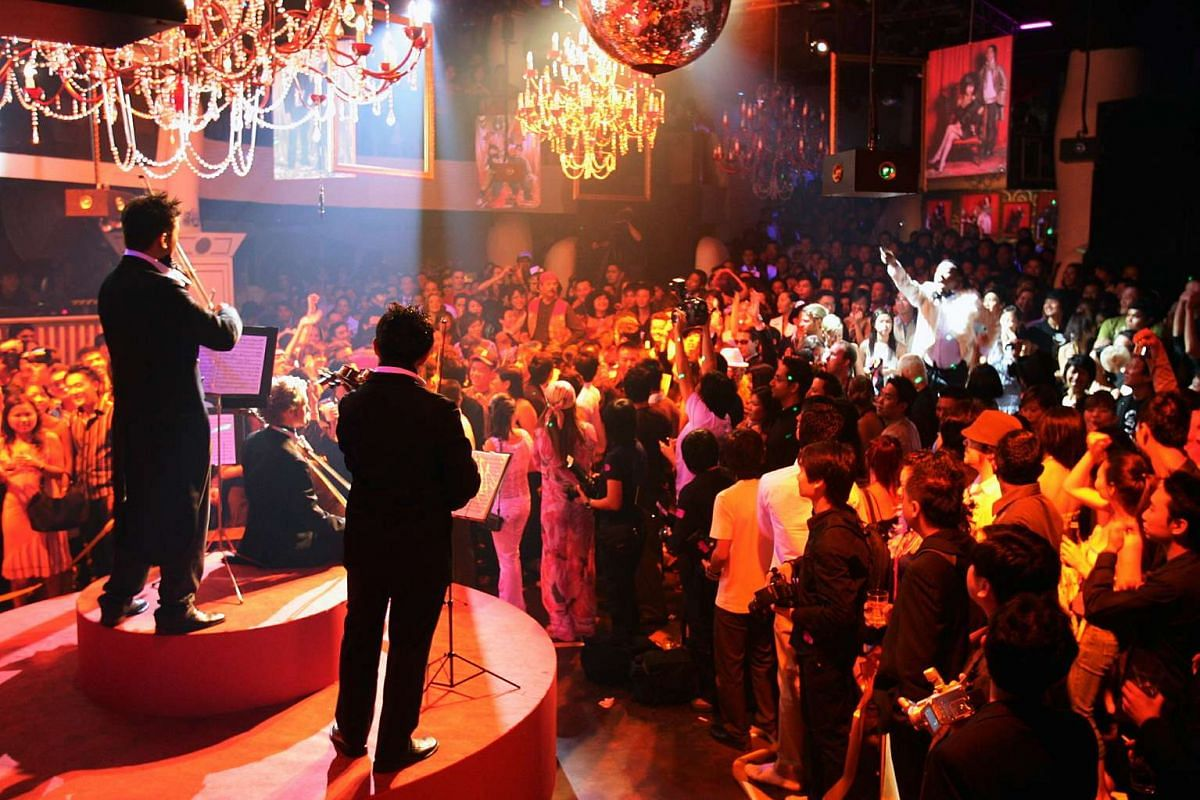A cellist and two violinists played along to Zouk resident DJ Tony Tay's hip-hop track during Zouk's 15th anniversary party in April 2006.