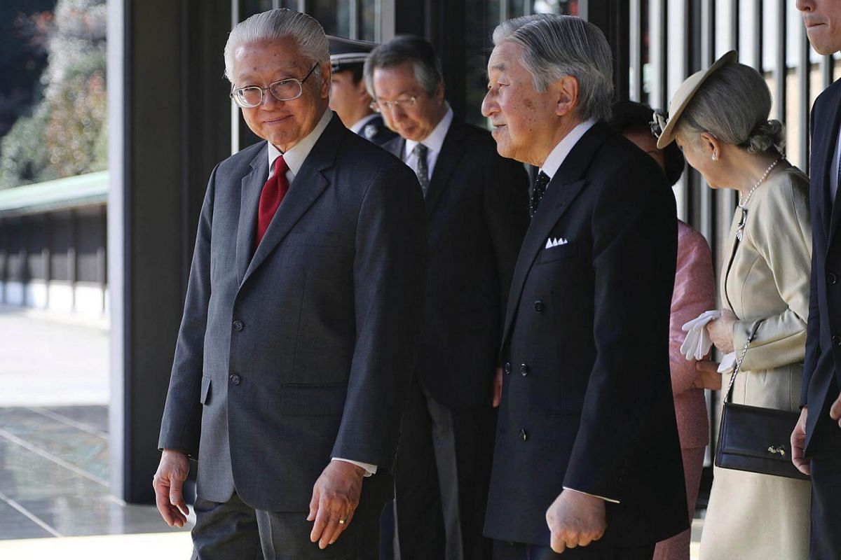 (From left) Dr Tan and Japanese Emperor Akihito at the Imperial Palace in Tokyo on Nov 30, 2016.