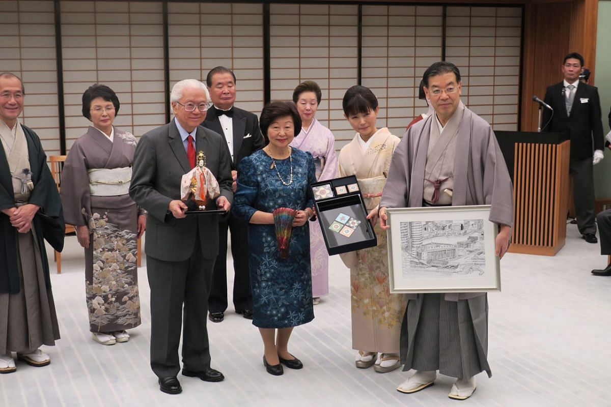 Dr Tan was presented with a traditional Noh doll from Kyoto Prefecture Governor Keiji Yamada and Mrs Tan a tie-dyed scarf from Mrs Yamada. In return, Mr and Mrs Yamada were presented with Peranakan tiles and a picture of Singapore River.