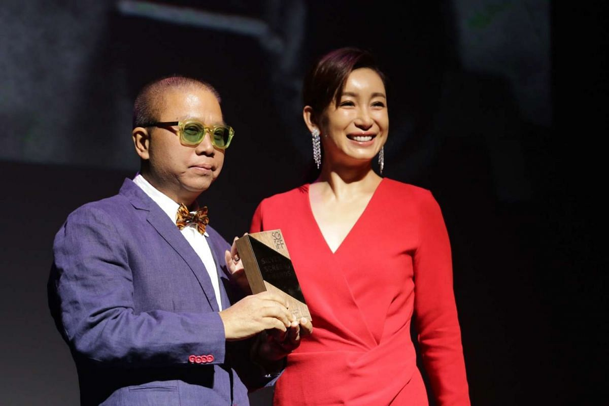 Actress Qin Hailu presenting the Honorary Award to director Fruit Chan.