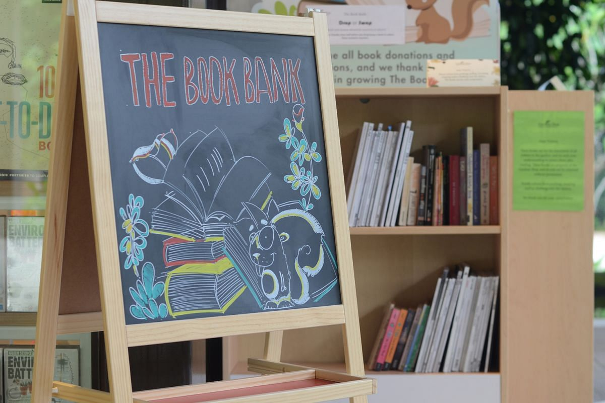 The book bank at the Gardens Shop at Tanglin Gate of the Singapore Botanic Gardens.