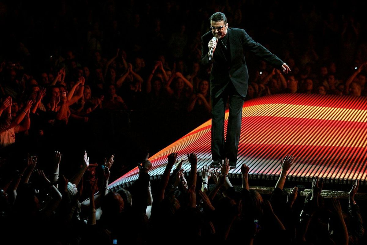 British singer George Michael on the first night of the British leg of his tour at the MEN Arena in Manchester, northern England, on Nov 17, 2006.