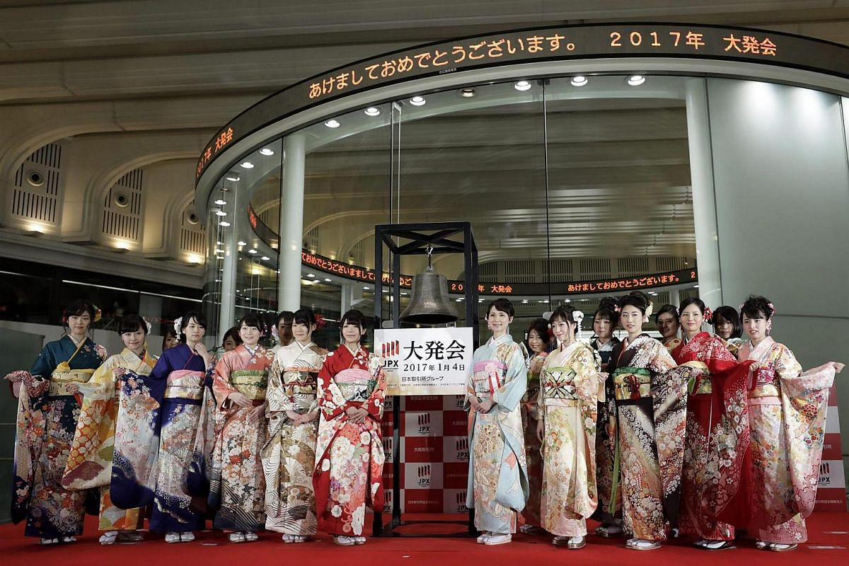Attendees dressed in kimonos pose following a ceremony held to mark the opening of the first trading session of the year at the Tokyo Stock Exchange in Tokyo, Japan, on Jan 4, 2017.