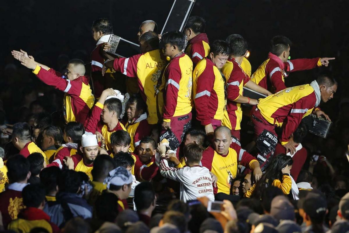 Filipino devotees jostle to reach the statue of the Black Nazarene during the procession in Manila, Philippines, January 9, 2017. PHOTO: EPA