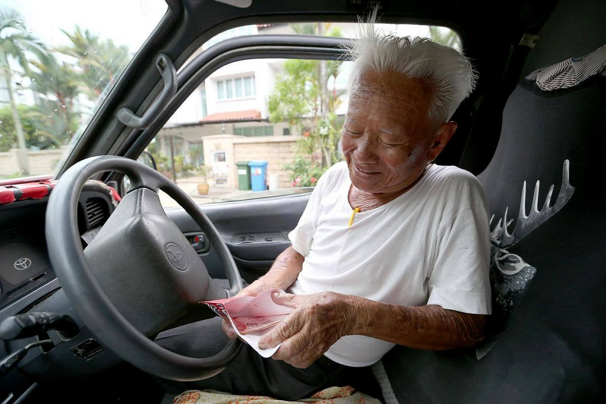 Mr Foo exclaimed when he was checking on a Hong Bao an appreciative customer had given to him as a farewell token.