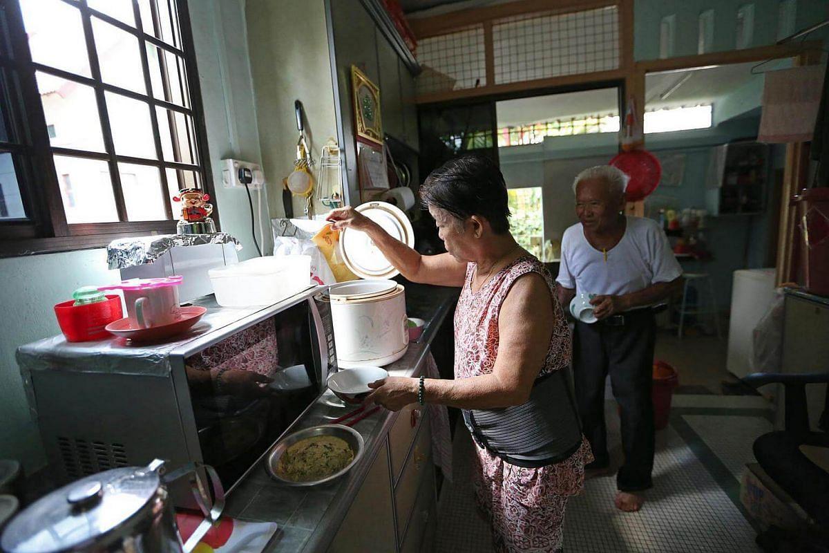 Mr Foo's wife, Madam Ho Giap Hua, 72, preparing lunch for her husband.