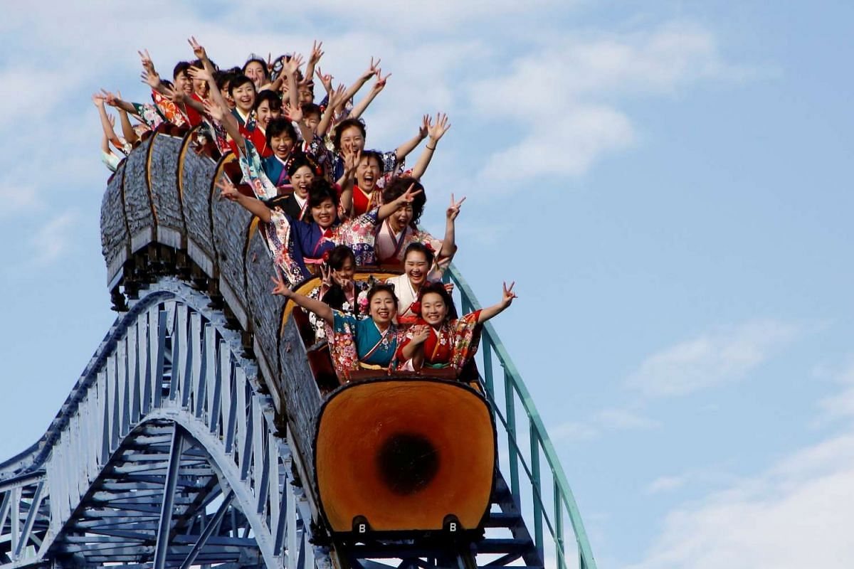 Japanese women wearing kimonos ride a roller coaster during their Coming of Age Day celebration ceremony at an amusement park in Tokyo, Japan January 9, 2017. PHOTO: REUTERS
