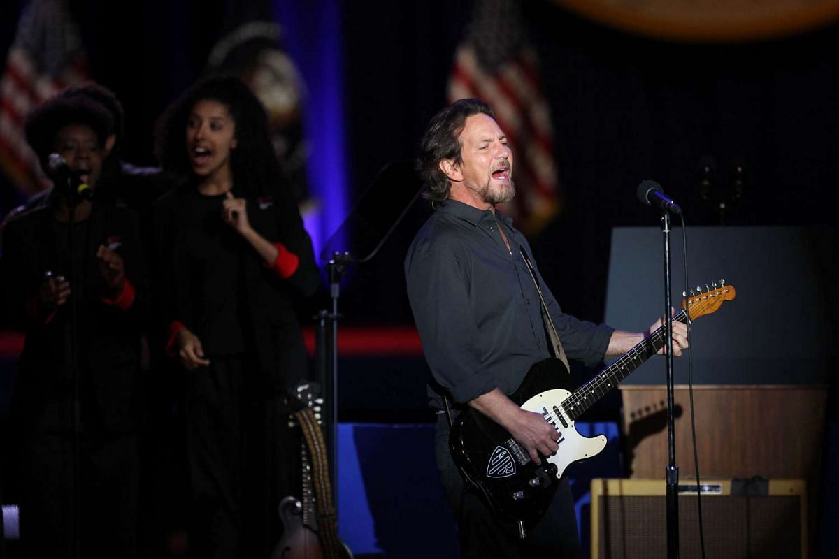 Music artist Eddie Vedder preforms before US President Barack Obama gives his farewell address in Chicago, Illinois on Jan 10, 2017.