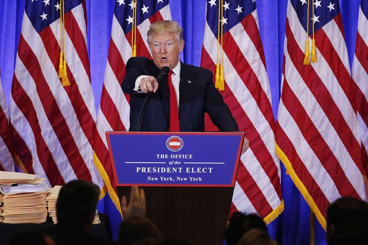 U.S. President-elect Donald Trump argues with CNN's Jim Acosta during a news conference in the lobby of Trump Tower in Manhattan, New York City, U.S., January 11, 2017. PHOTO: REUTERS