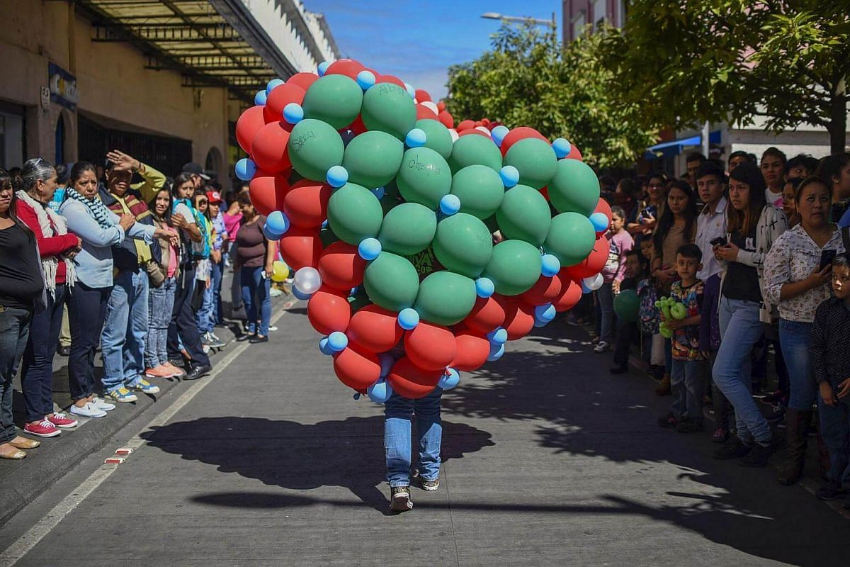 """People attending the """"Balloon Giant Structures Parade"""" at """"Paseo de la Sexta"""" in Guatemala City, on Jan 15, 2017."""