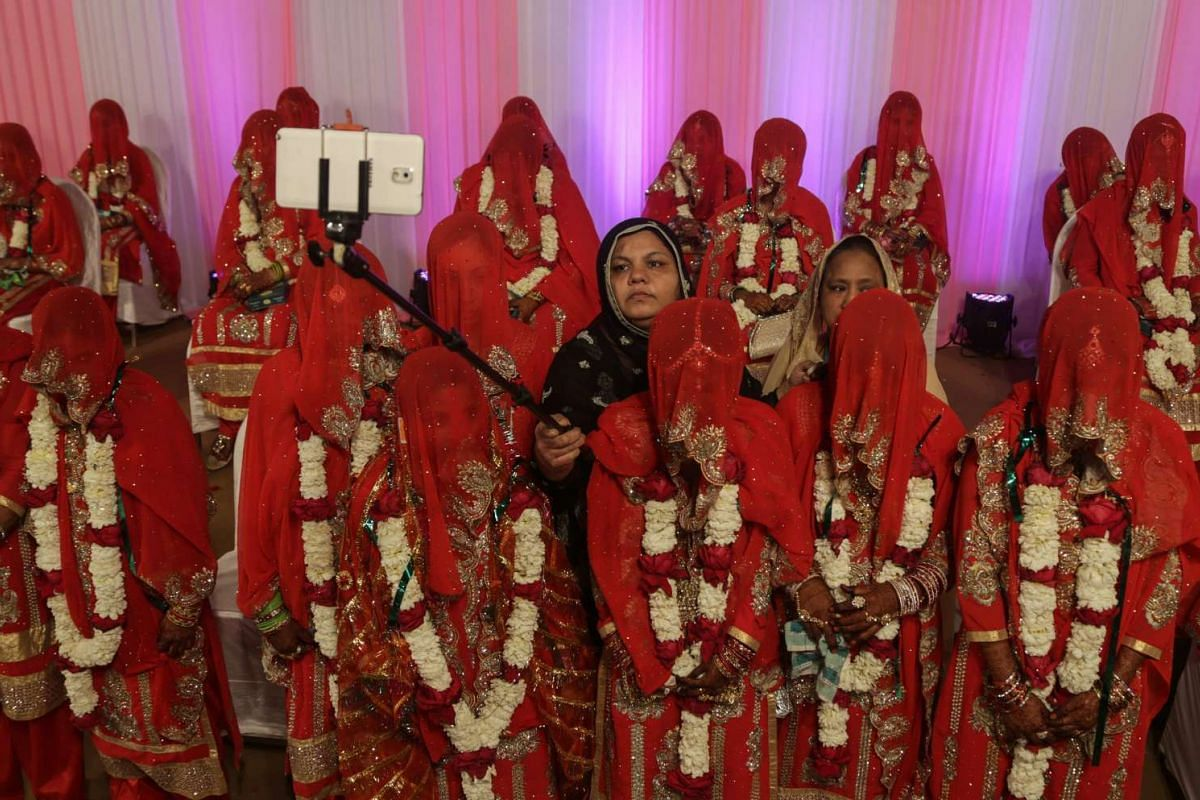 Indian Muslim brides, dressed in traditional marriage attire, take a 'selfie' picture as they take part in the 11th annual mass marriage ceremony organised by Hazrat Shah Saqlain Academy of India, in Mumbai, India, January 22, 2017. PHOTO: EPA