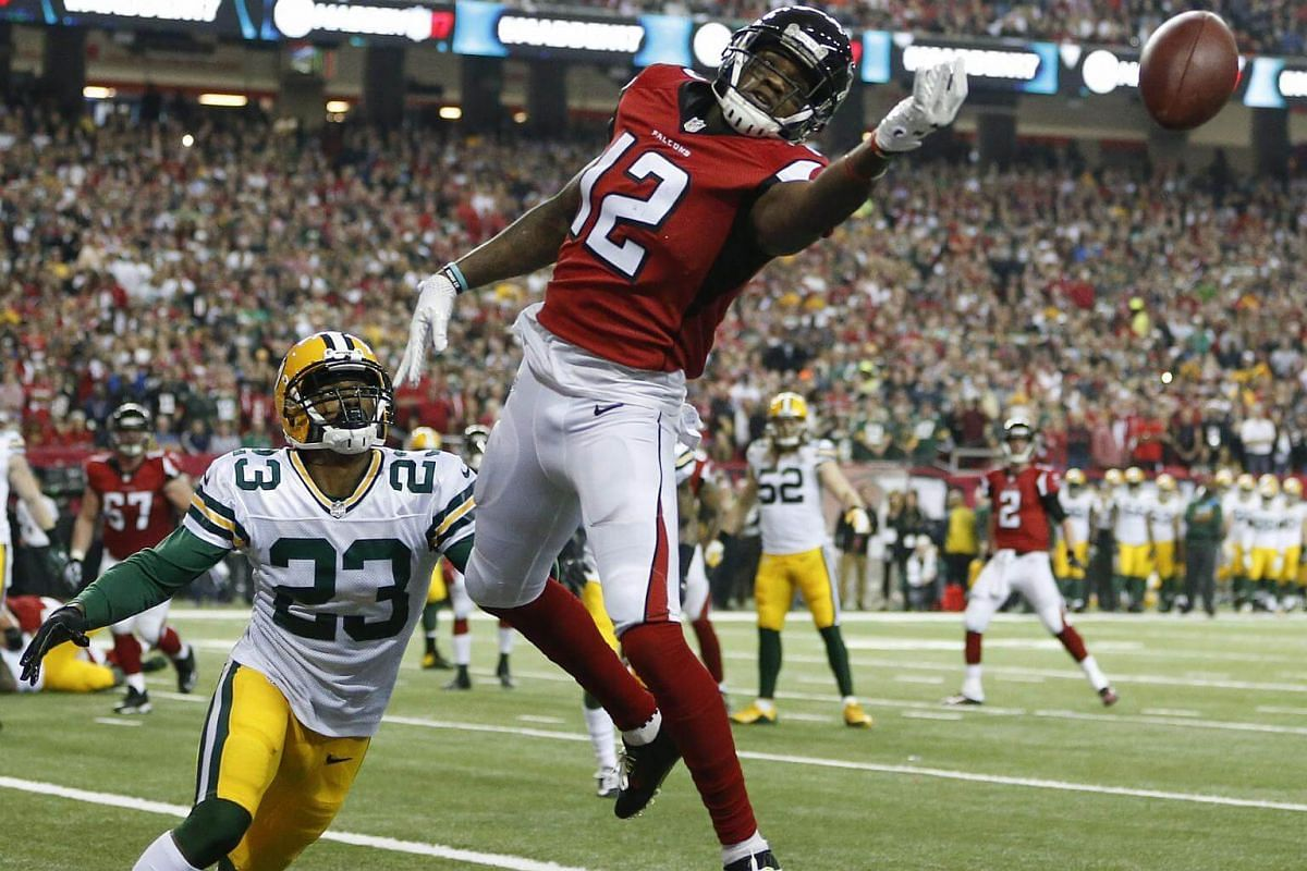 Atlanta Falcons wide receiver Mohamed Sanu (right) misses a pass in the end zone as Green Bay Packers cornerback Damarious Randall (left) defends in the first half of the NFC Championship game at the Georgia Dome in Atlanta, Georgia, USA, on Jan 22,