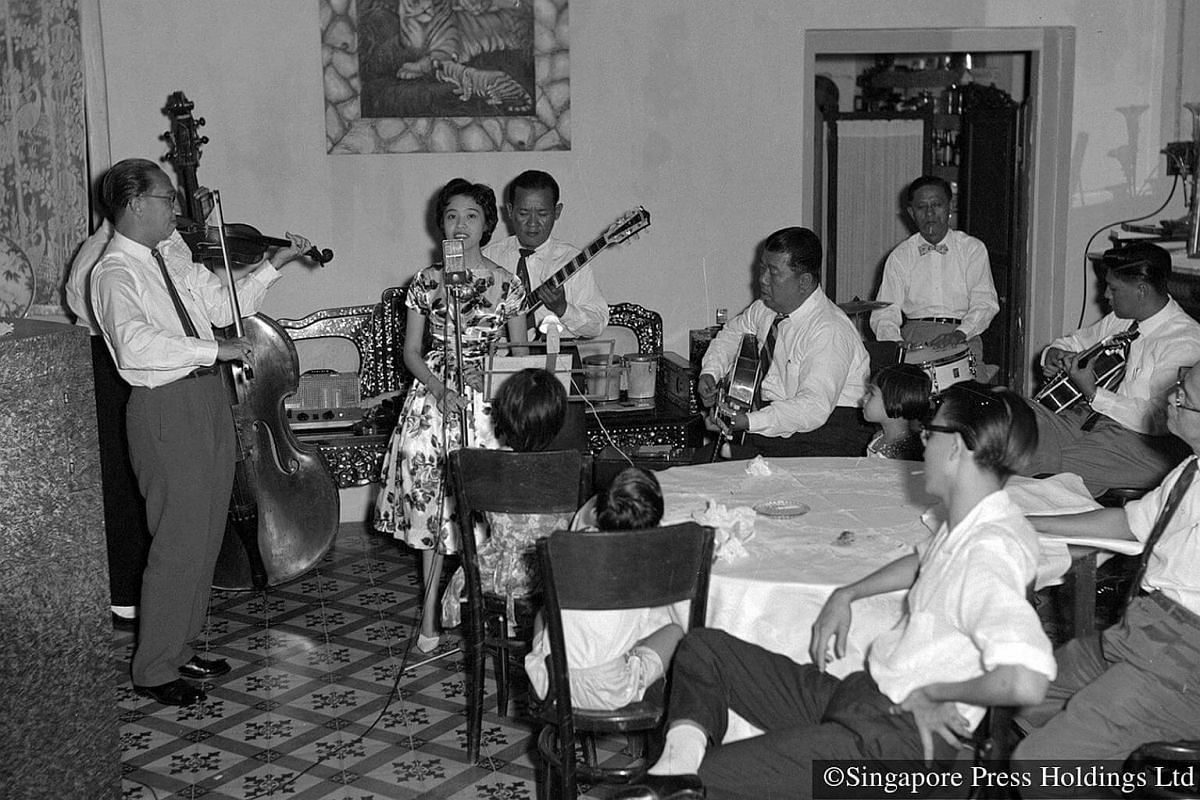 1960: Well-to-do Chinese may hire a band to provide music and entertainment for relatives and friends visiting during the Chinese New Year period.