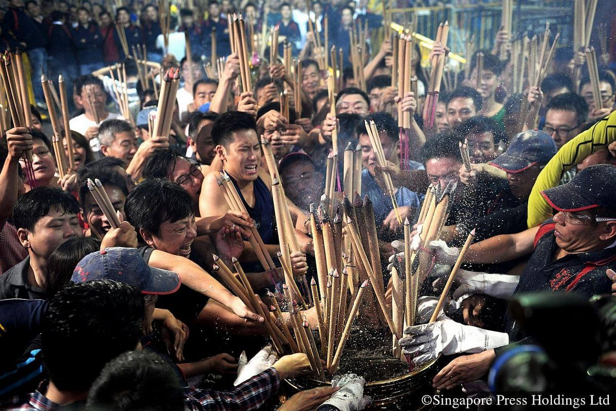 2013: The person who plants the first joss sticks into the urn at the temple just as the clock strikes midnight will be blessed with wealth, prosperity and luck in the new year, as it is believed.