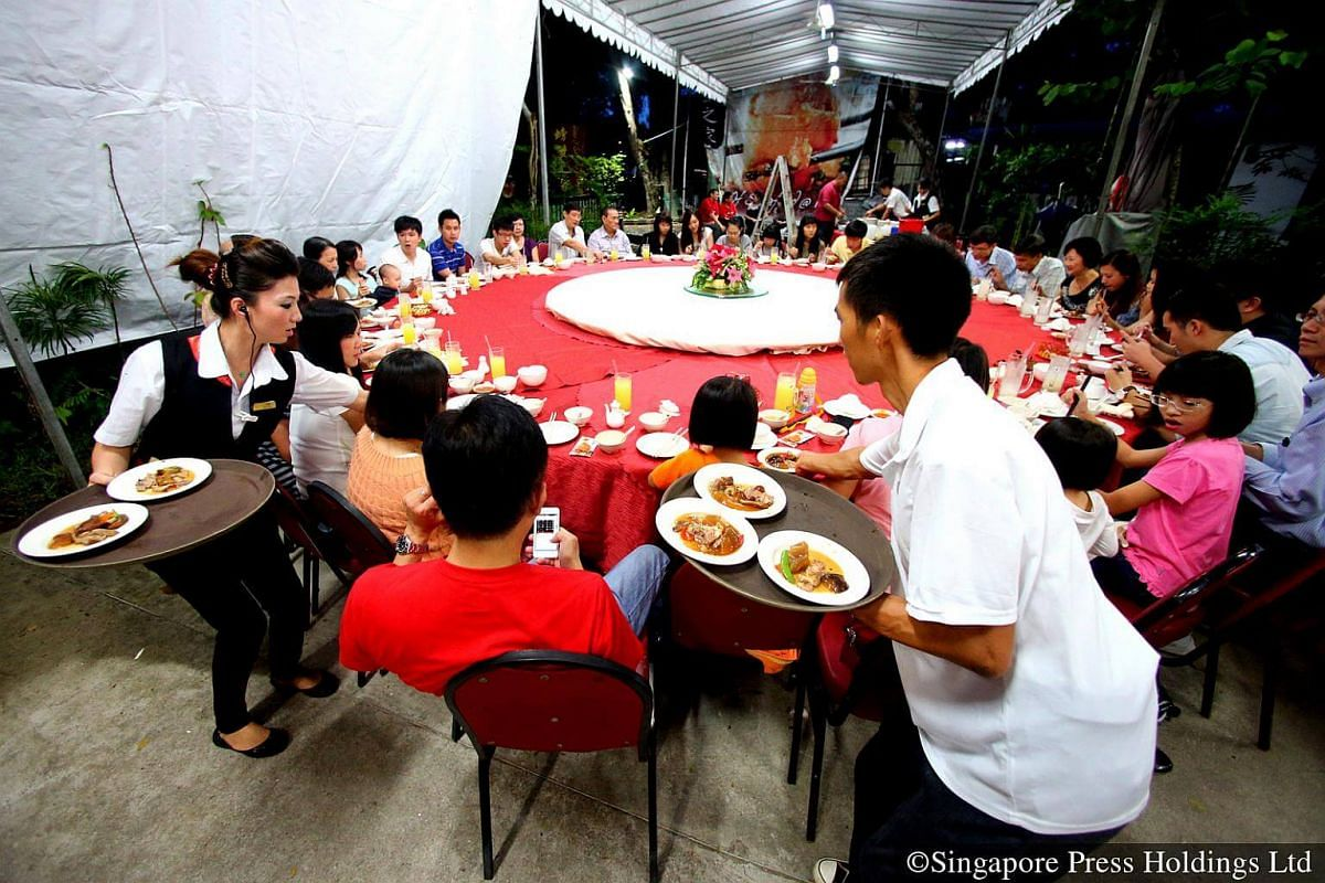 2013: Chinese New Year is a time to splurge, especially on food. Huge hearty meals with family or friends bring brisk business for the local restaurants. Many restaurants offer special menus which include yusheng, abalone, and other dishes that symbo