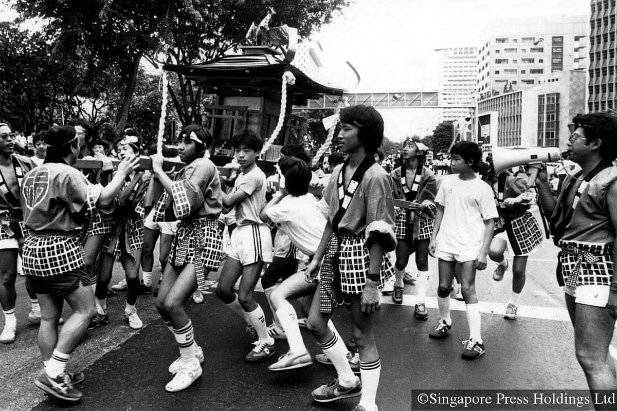 1986: Performers wearing Japanese costumes and carrying an omikoshi (portable shrine) during a Chingay parade rehearsal in Orchard Road on Feb 2. The shrine is used for certain Japanese ceremonies in the summer or autumn. The actual parade is held on