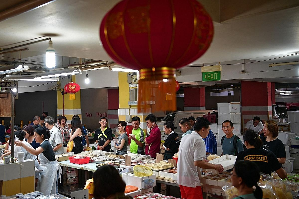 Yong tau foo ingredients at Chinatown wet market also drew crowds shopping for their reunion dinners. Festive decorations, a must-have among many households to usher in the Year of the Rooster, were popular items at the bazaar. Traditional Chinese Ne