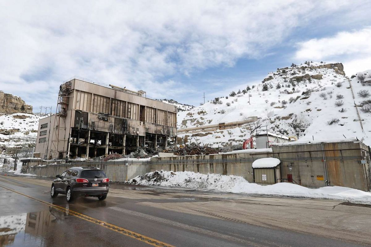 A car driving past PacifiCorp's coal-fired Carbon Power Plant as crews dismantle it, in Helper, Utah, on Feb 1, 2017.
