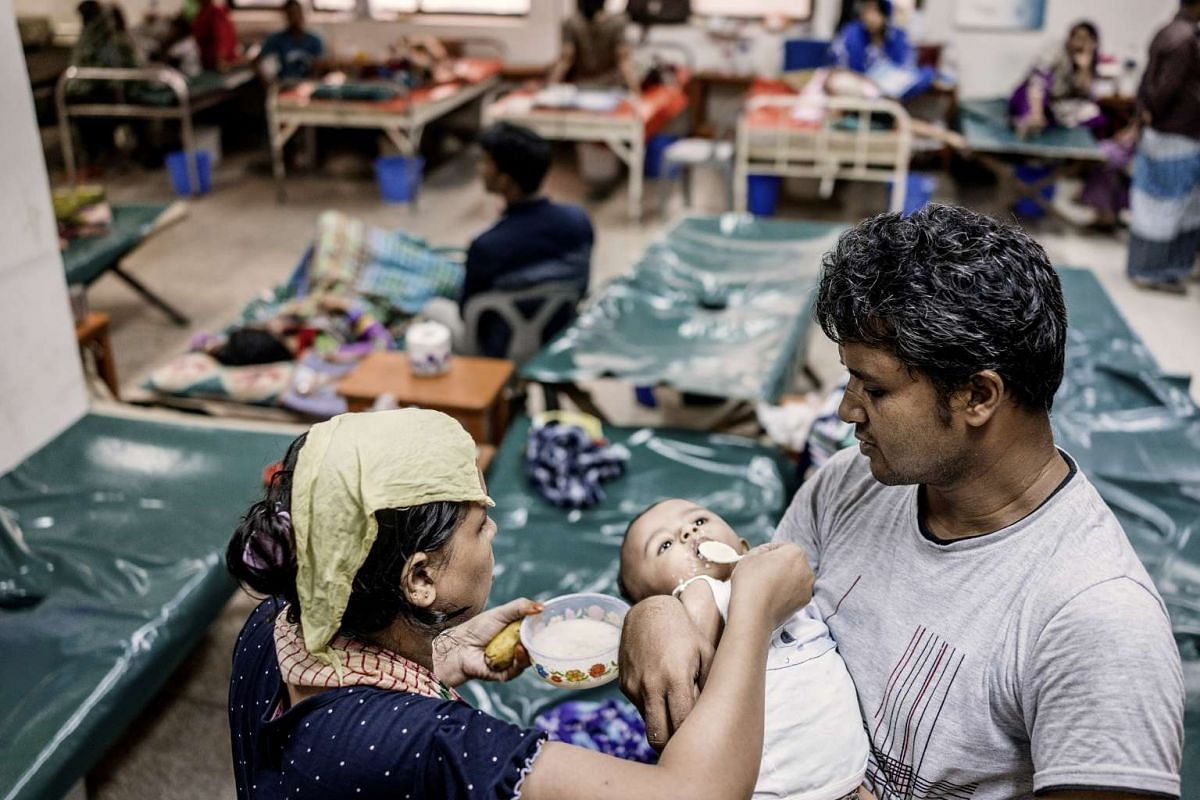 The parents of an infant cholera patient feeding their child in the general ward of the International Centre for Diarrheal Disease Research in Dhaka, Bangladesh, on Aug 17, 2016.