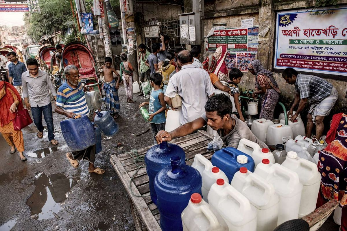 People collecting water from a local water pump in Dhaka, Bangladesh, on Aug 25, 2016.