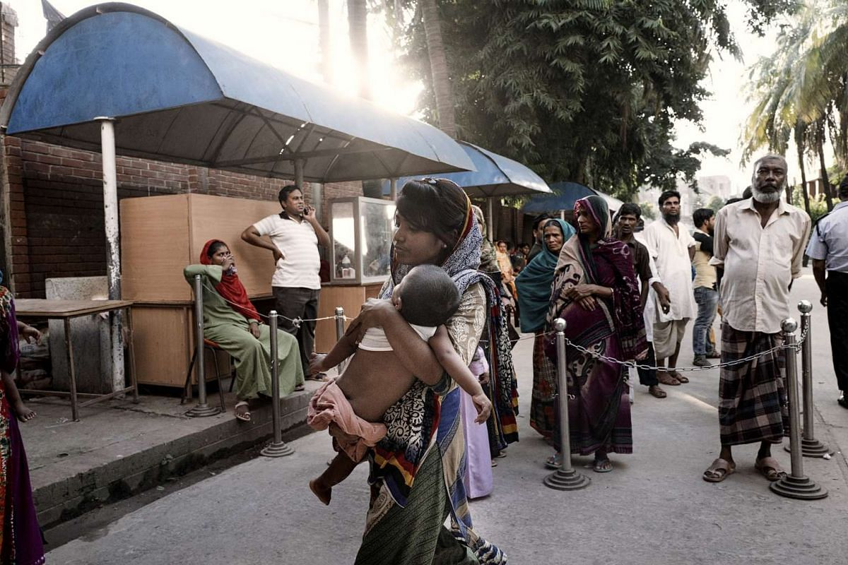 A mother bringing her child to the International Centre for Diarrheal Disease Research in Dhaka, Bangladesh, on Aug 14, 2016.