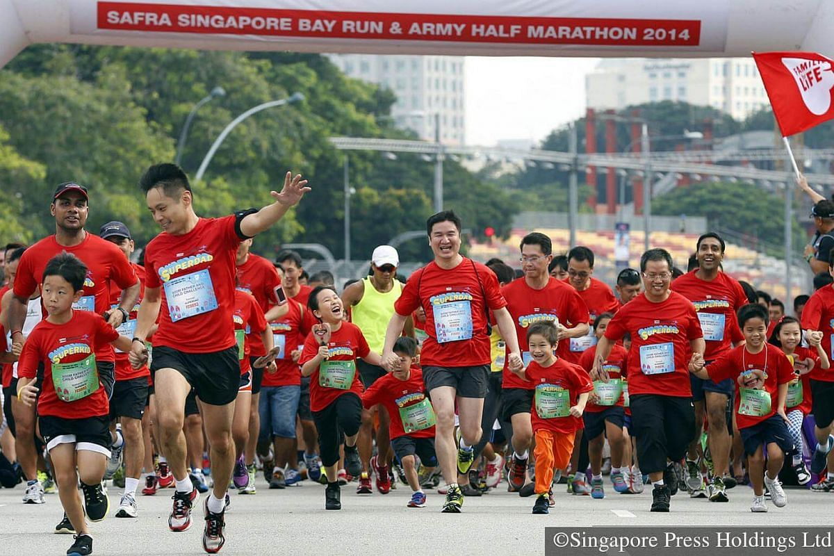 2014: The 23rd edition of SAFRA Singapore Bay Run and Army Half Marathon saw the participation of NSmen and their children in the 800m Father and Child Challenge Race.