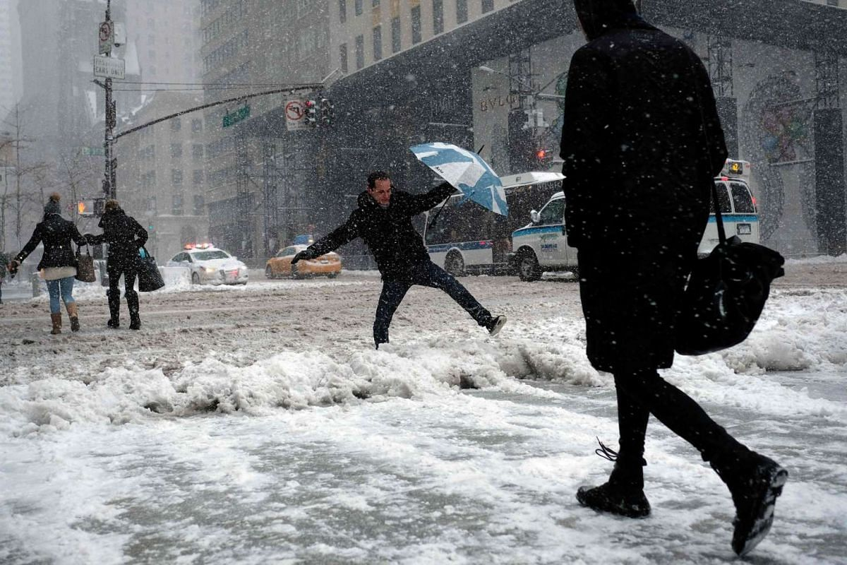 A heavy winter snow storm lashed the north-eastern United States on Thursday (Feb 9), subjecting New York to near blizzard-like conditions.