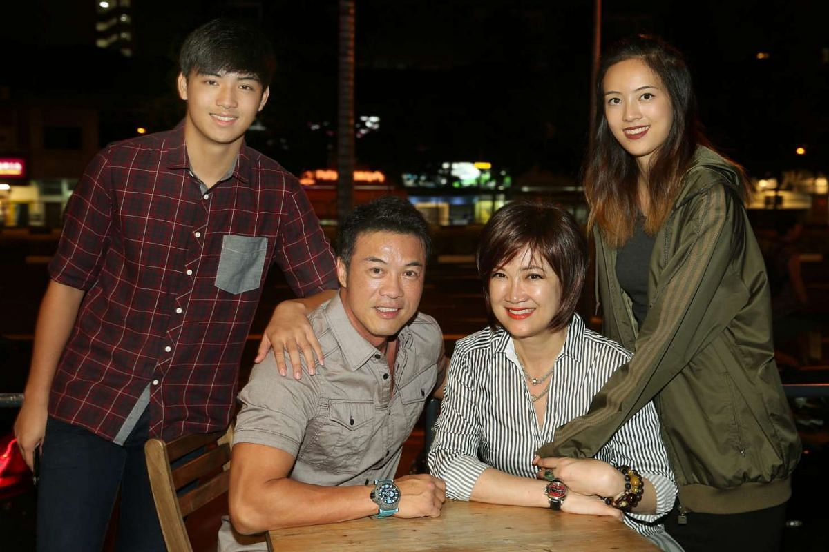 Actor Zheng Geping and actress Hong Huifan with their daughter, Tay Ying and son Calvert Tay.