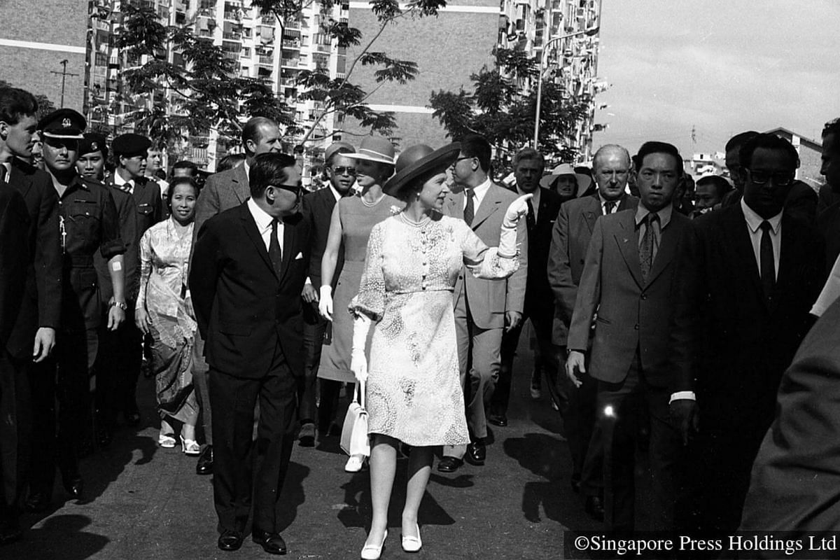 1972: Queen Elizabeth II on a three-day state visit to Singapore. One of the items in her itinerary was a tour of Toa Payoh housing estate, to see how Singapore has tackled the housing problem.