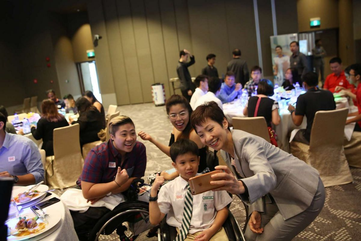 (clockwise from right) Grace Fu, Jeremiah Liauw (a fan of both Theresa Goh and Yip Pin Xiu), Theresa Goh and Yip Pin Xiu.