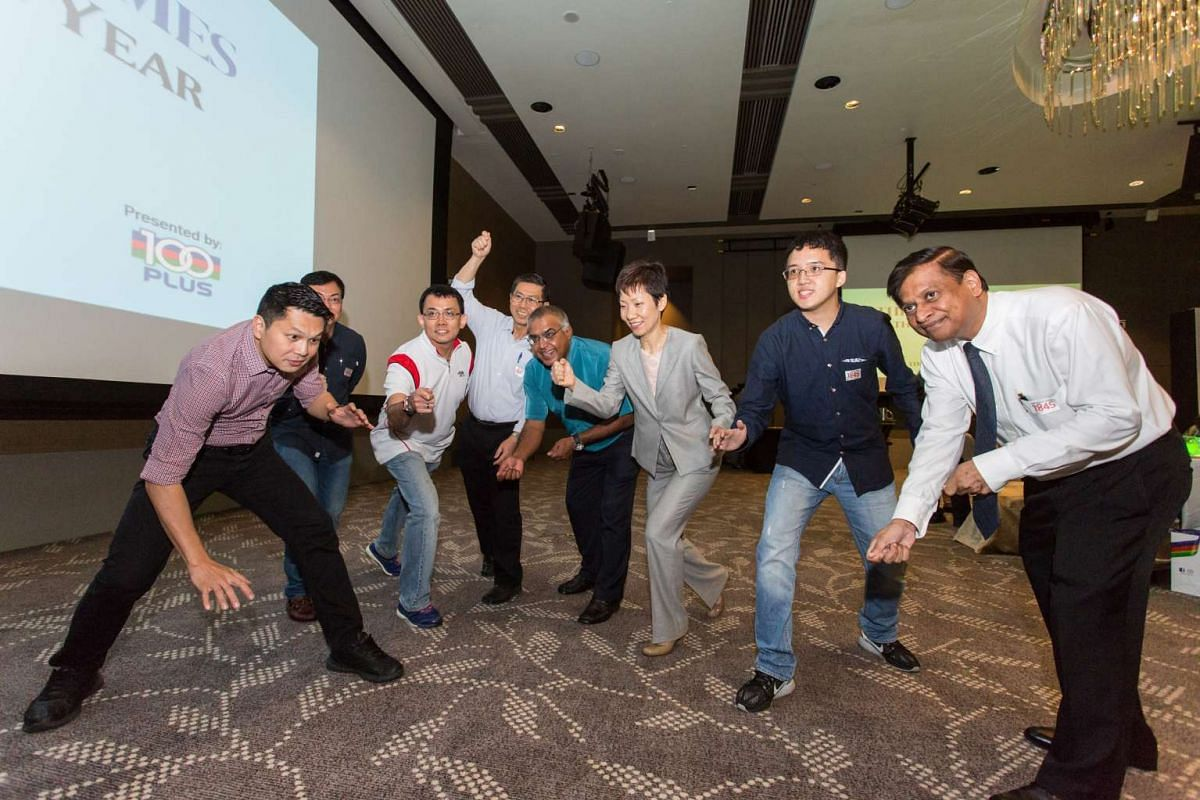 Minister for Culture, Community and Youth Grace Fu and some readers attempt the Mannequin Challenge.