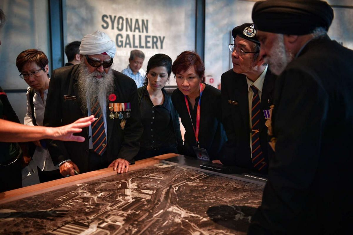 SAF veterans touring the new World War II exhibition - Syonan Gallery.