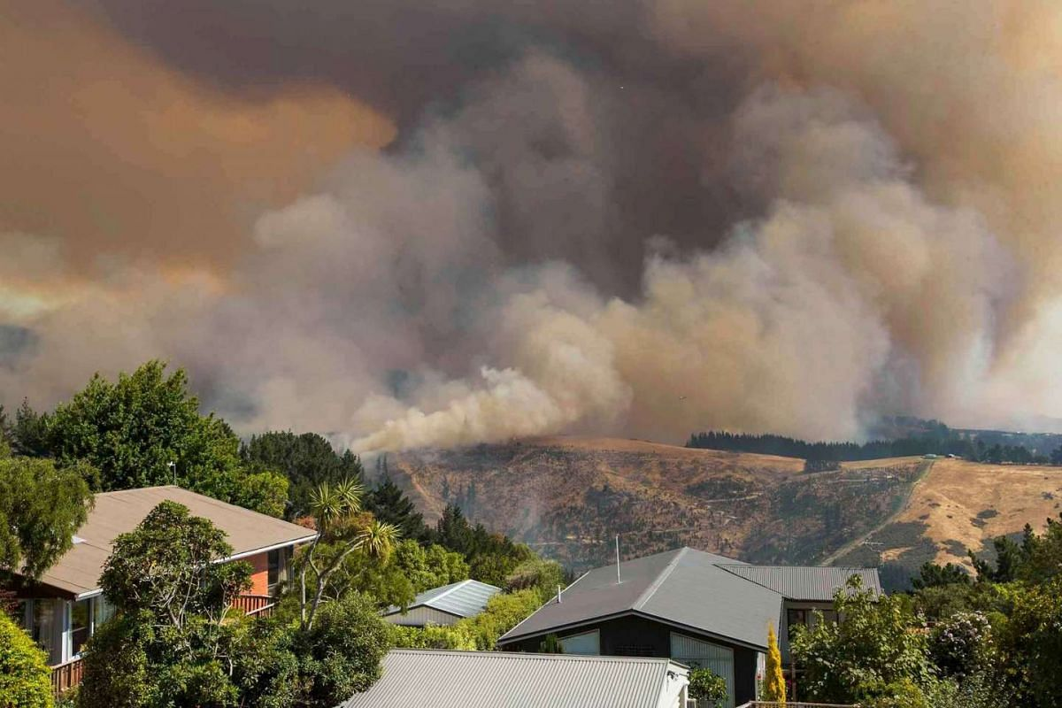 An undated handout photo made available by the Christchurch City Council (CCC) Newsline on February 16, 2017 shows a view of the Christchurch Port Hills fire on the outskirts of Christchurch, New Zealand's South Island. PHOTO: EPA/CCC NEWSLINE HANDOU