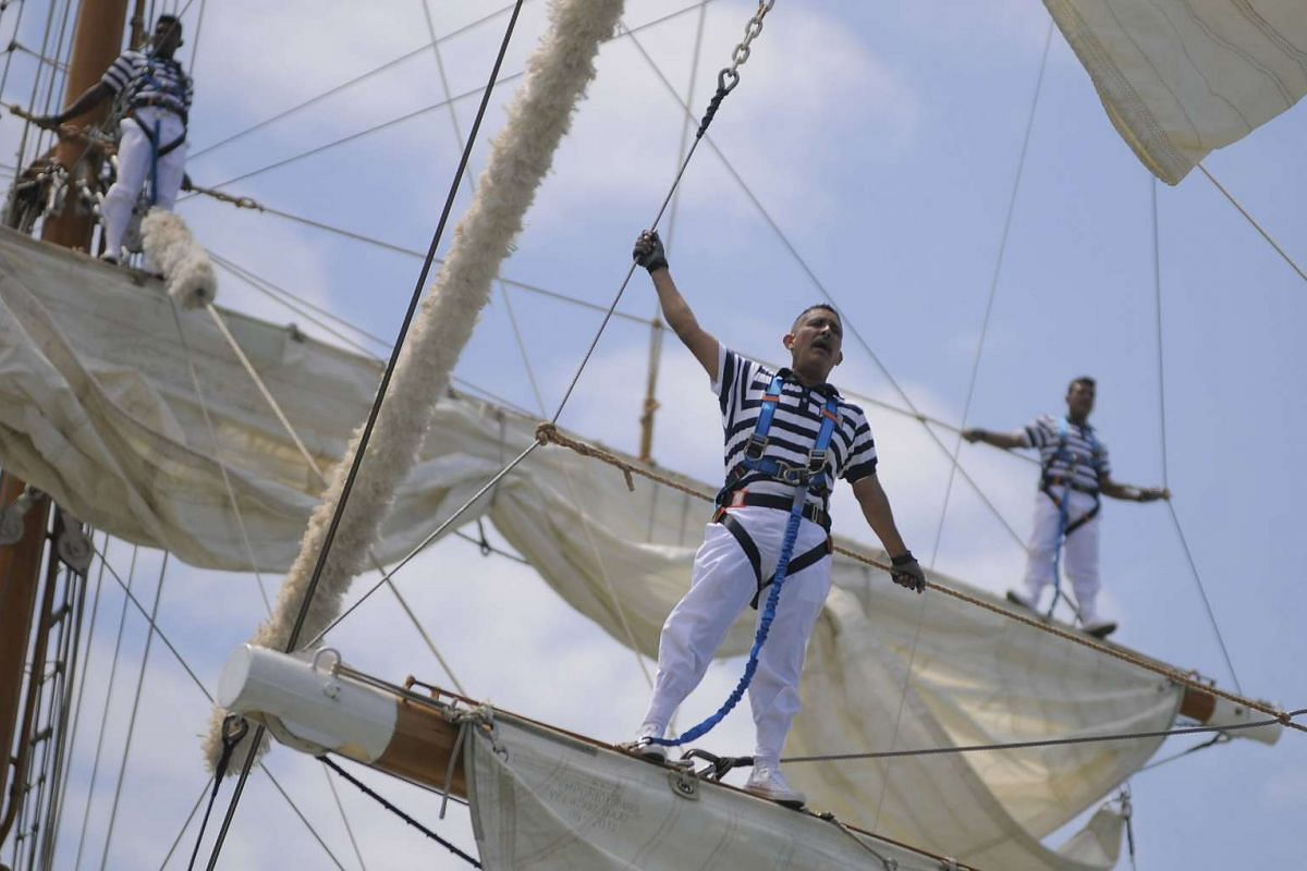 Sailors of the Mexican Army's training ship 'Cuauhtemoc' stand on the mast of the ship as they arrive in Panama City, Panama, February 16, 2017.  PHOTO: EPA