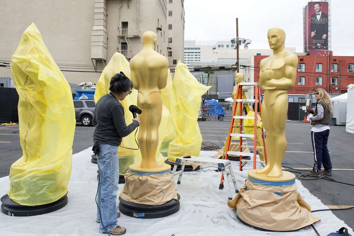 Artists painting Oscar statues for the 89th Annual Academy Awards in Hollywood, California, on Feb 20, 2017.