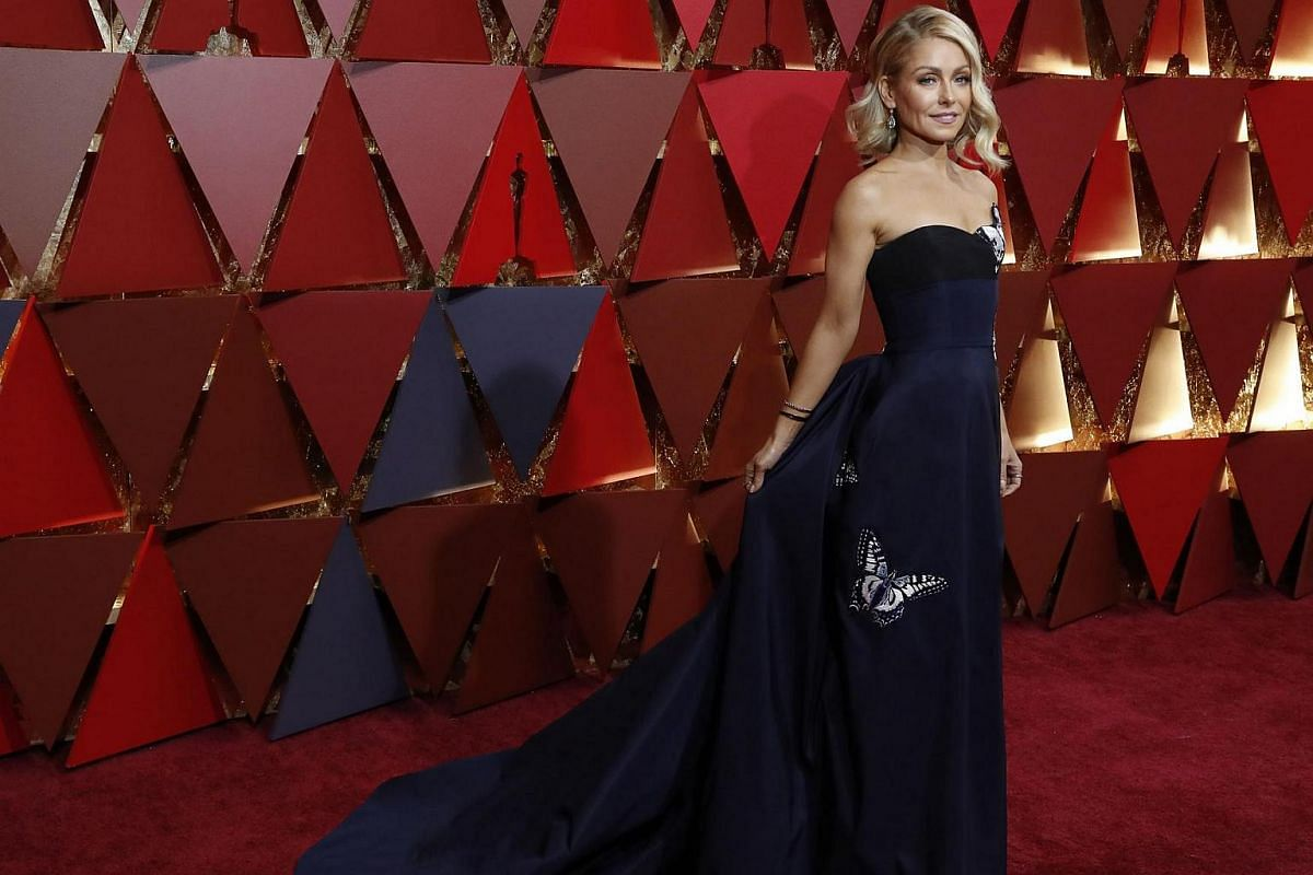 Kelly Ripa posing on the red carpet during the 89th Academy Awards in Hollywood, California, on Feb 26, 2017.