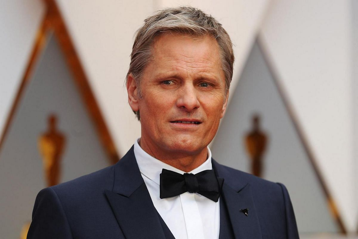 Viggo Mortensen posing on the red carpet during the 89th Academy Awards in Hollywood, California, on Feb 26, 2017.